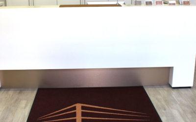 Schmutzfangmatten mit Logo für Empfangsbereich Klinik und Arztpraxis